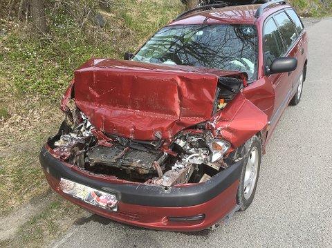 bil mot lastebil i kjærkrysset.