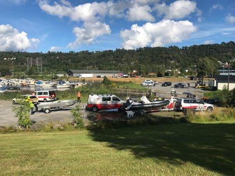 Det ble funnet en død mann i Gunneklevsfjorden fredag ettermiddag, etter en større leteaksjon.