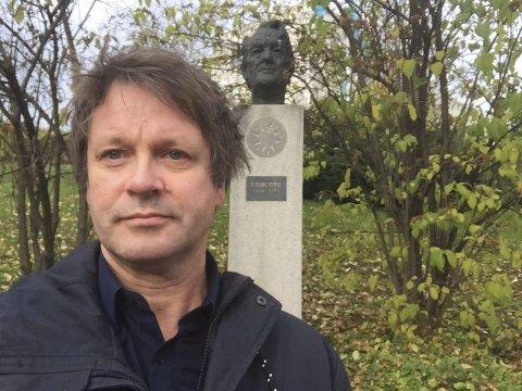 Biblioteket: 7. februar dukker Asbjørn Bakke opp i Porsgrunn bibilotek. Der skal han holde foredrag om kringkastingspioneren Erik Bye.