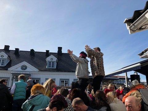 Afterski på Victoria i Langesund påskeaften - her er det liv fra formiddagen og utover hele kvelden.