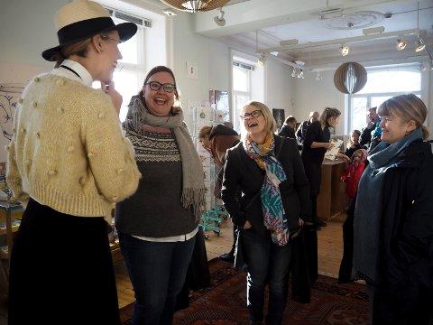 Venninnene Sidsel Ødegaard, Anne-Lene Nordblom og Beate Lundmark hadde tatt turen fra Moss for å få med seg Emmeselle-lanseringen.