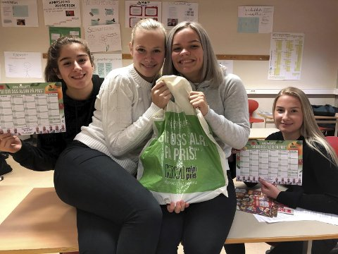 Shila Froghinija, Sarah Aas Frydenlund, Tea Kristine Sandland og Karoline Sandland Hagerupsen var på Kiwi på Stathelle og plukket handlekurven. De slapp billigst da de kom til kassa.