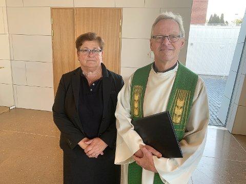 Kirketjener Gro Lassen og sokneprest Ivar Brobakken.