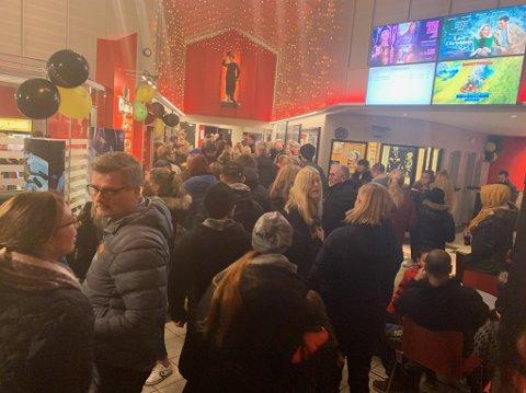 Det var nærmest kaos mellom forestillingene under Den store kinodagen på Filmseteret Charlie lørdag. Rundt 3.000 besøkende fant veien til kinoen.