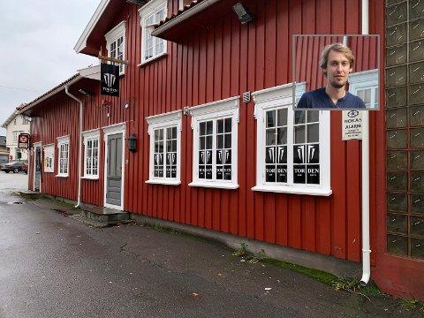 HØY SIKKERHET: Torden-driver Christian Sjøsaasen (innfelt) mener det var en god investering å kjøpe inn metalldetektorer, slik at dørvaktene kan kontrollere at ingen tar med seg kniver eller andre farlige gjenstander inn på nattklubben i Langesund.