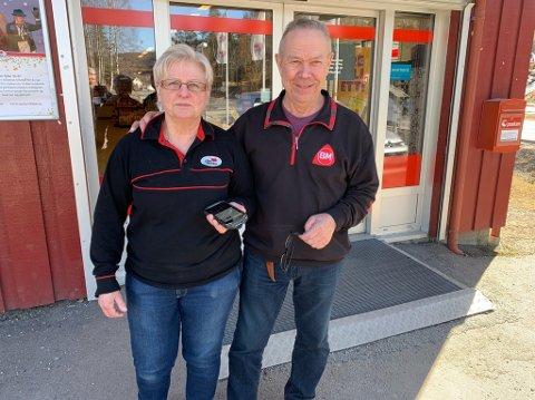 Inger og Oddbjørn Lia legger ned matbutikken i Langangen 31. mai.