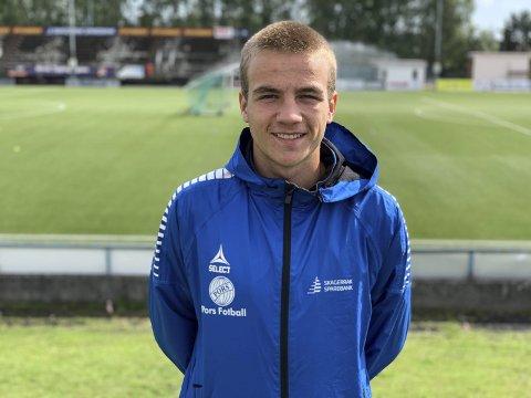 Lovende: Tobias Holtan Henriksen (16) har fått sine to første kamper for A-laget til Pors. – Knut Rønningene har vist at han har stor tro på meg. Det er gøy, sier unggutten.