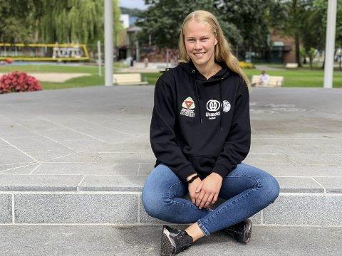 Bidrar for barndomsklubben: Jenny Holtar Mathiesen (23) flytter straks til Oslo for å studere, men den tidligere sersjanten fra Forsvaret vil uansett spille ut sesongen for Urædd.