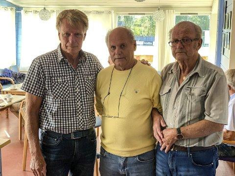 Samlet i sorgen: Roy Martinsen, Kåre Numme og Realf Rollefsen var tre av dem som samlet seg på Pors-kafeen etter bortgangen til Per William Nilssen og Aage Werner Austad.