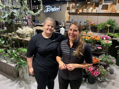 Stine Nikolaisen og Trude Stenehjem (t.h.) er veldig fornøyd med hvordan det er blitt i butikken etter oppussingen.