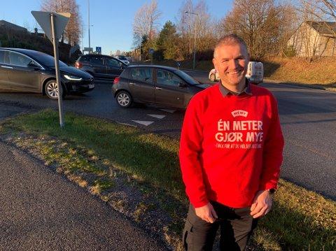 Butikksjef Joachim Hillbo har jobbet på Meny Telemarksporten i ti år, hvor de hele tiden ment at man må få på plass en rundkjøring før på- og avkjøringa til E18.
