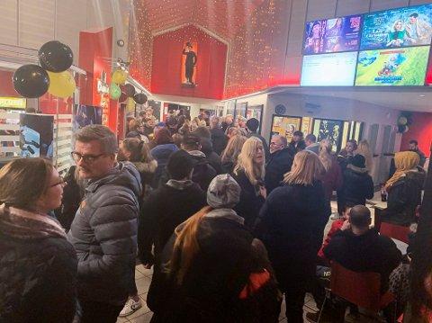 Slik så det ut på Den store kinodagen i 2019. Selv om kinoen nå ville sørge for at det ikke skulle bli så mange mennesker i foajeen samtidig, har de likevel valgt å avlyse.