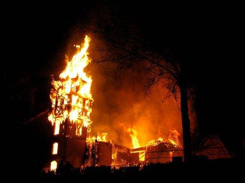 BRANT: Østre Porsgrunn Kirke brant ned til grunnen i 2011.