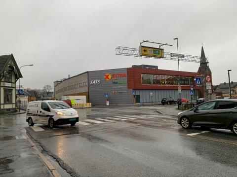 STENGES: Domus-krysset blir helt stengt for trafikk når kommunen stenger for gjennomkjøring på strekningen Jernbanegata – Floodeløkka, og Jernbanegata mot Storgata i uke 2.