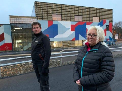 Oskar Dahl, leder FAU på Rønholt FAU og Monica Berthelsen, leder FAU på Rugtvedt mener det er på tide at de får et møte med Grasmyr-rektor og kommunen.