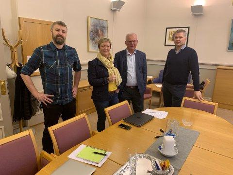 Kulturhussjef Erik Friesl før møtet med kultursjef Mariann Eriksen, rådmann Per Wold og kommunalsjef Per Sortedal.