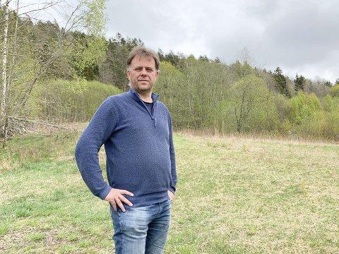 STILLER SPØRSMÅL: – Jeg synes det virker underlig, sier Hjartsjø om et angivelig kommunalt turpoliti som ringer opp folk. Han vil ta opp saken i formannskap/bystyre.