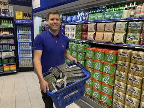 ALDERSGRENSE: Kjøpmann Thomas Klamerholm merker betydelig vekst i salg av varer med aldersgrense 18 år.