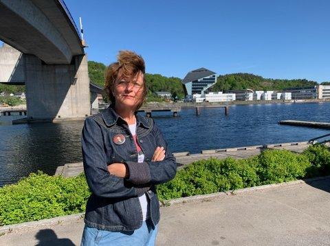 Kampklar: Astrid Borchgrevink Lund mener ny firefelts bru og vei gjennom Skipperåsen vil rasere bydelen Vestsida. Hun er klar til kamp for å stoppe veiplanene.