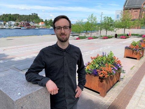 DRØMMEJOBBEN: Halvor Nordal Strand beskriver jobben som arrangementkoordinator i kommunen som selve drømmejobben. – Jeg søkte forrige gang den ble lyst ut, men da kom jeg som nummer to, smiler 34-åringen, som begynte 4. mai.