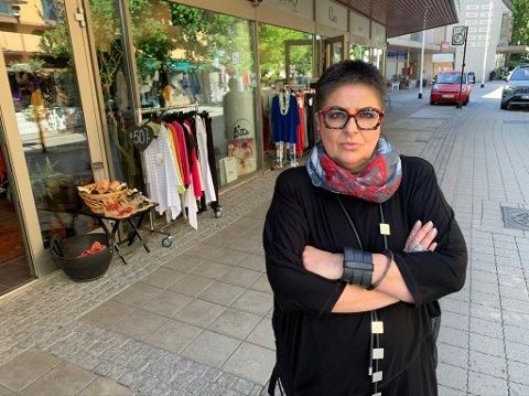 TYVERISESONG: Larissa Rognlien ved Bitta opplever at butikkstrøket herjes av tyver på denne tiden av året.