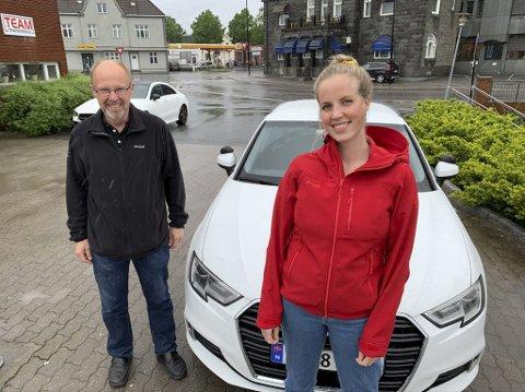 På farta: Maria Ilebekk (31) blir undervist av kjørelærer Leif Hægeland. Hovenga-jenta planlegger å starte på sykepleierstudier på USN til høsten, og føler at det er på tide å kjøre bil nå.