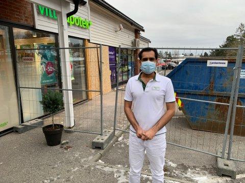 SNART KLART: Zeshan Munawar er daglig leder på Vitus apotek i Stridsklevsenteret. Snart kan han og medarbeiderne glede seg over enda større lokale, samt ny nabo og et skikkelig løft på fasaden.