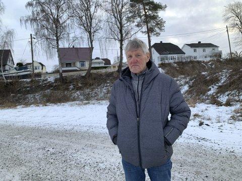 REAGERER IGJEN: Hovinbøle har ikke sett for seg at det kan gå så ille med området de kjempet for skulle bli friområde. Han ber utbyggerselskapet om å besinne seg og ivareta hensyn til nabolaget.