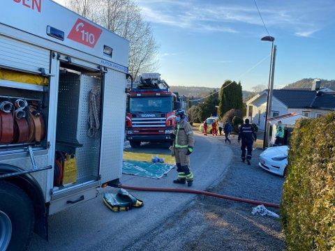 BRANN: Politi og brannvesen rykket ut til brann i sokkelleilighet på Heistad tirsdag. Onsdag ble leieboeren siktet og overført til varetekt.
