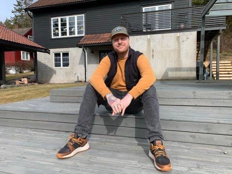 """Aleksander Walmann forteller at han hovedrollen i den nye Netflix-filmen """"Magiministeriet"""" var akkurat det han trengte etter et år som artist under koronapandemien."""
