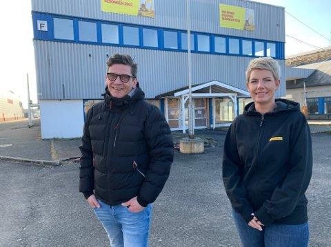 Espen Nicolaisen og Hanne Christin Johansson gleder seg til de kan åpne Byggmax i Porsgrunn. Her i Behakvartalet skal de ta i bruk de gamle byggevarelokalene hvor Maxbo tidligere drev butikk.