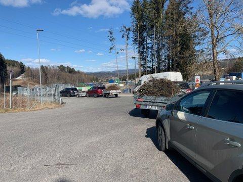 TRAVELT: Slik så det ut på gjenvinningsstasjonen 28. mars i fjor.