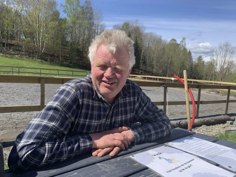 Ser stadig bedre ut: Svein Jonassen er veldig glad for at det kan gå mot at Nye Veier velger å legge den nye E18 lenger øst i Skjelsvikdalen enn planen har vært så langt. Det vil kunne spare mye av jordene hans på Rød.