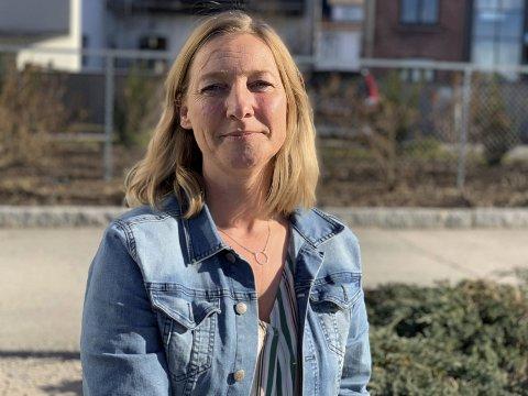Fortviler: Wenche Jansen og Urædd fortviler over at kommunen skviser dem ut fra Porsgrunn Arena i tre uker, fordi de har leid ut hallen til privatisteksamen for videregående skole fra 18. mai til 4. juni.