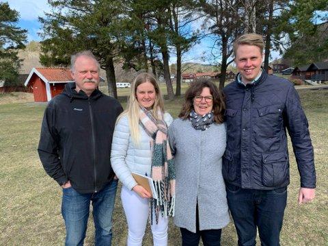 Fra venstre; Arnfinn Mathisen, Charlotte Mathisen, Irene Mathisen og Jens Nikolai Estrup får fortsatt drive campinga på Olavsberget. Mathisen sier at datteren og samboeren hennes sannsynligvis vil overta drifta gradvis ved at de tar mer og mer av ansvaret.