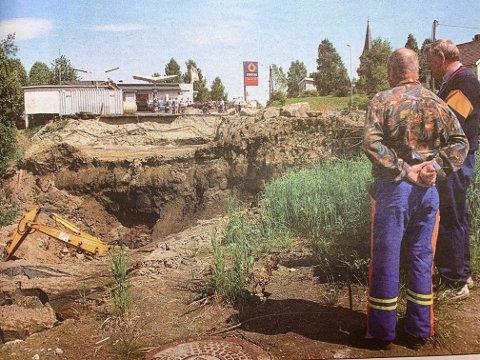 Raste ut: Grunnen ga etter under utgraving av tomt for ny Statoil-stasjon på Herre. Heldigvis kom ingen til skade.