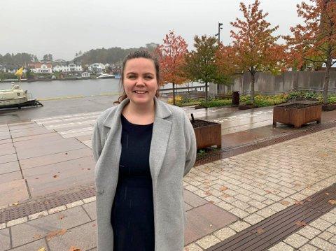 Stine margrethe Stamland (Frp) mener poltikerne burde se på kommunens praksis vedrørende leie av offentlig areal til servering. Petter Ellefsen (H) er enig, men påpeker at det er viktig at kommunen ikke bidrar til forskjellsbehandling.