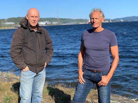 TATT PÅ ALVOR: Eirik Ellingsen (t.h) er glade for at de ble tatt på alvor av Miljørettet helsevern. Her sammen med nabo Rune Slåtta.