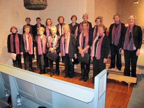 Advent: Damekoret fønix synger sammen med Mannskoret Ljom og Damekoret Fønix, mens Rakkestad Janitsjar spiller 17. desember.