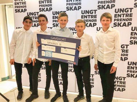 William Fosser, Shati Ftah, Sakarias Elsness, Niklas Johansson og Adrian Wingquist Dalsjø i Røyksuger EB kunne stolt vise frem premiesjekken.