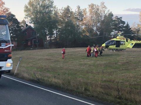 Med luftambulanse: En syklist ble fraktet til Ullevål sykehus etter å ha blitt påkjørt av bil på fylkesvei 22 mellom Rakkestad og Degernes.