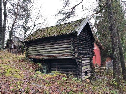 Råteskader: Det haster å reparere kjona på Rakkestad Bygdetun hvis den skal bevares for ettertiden.