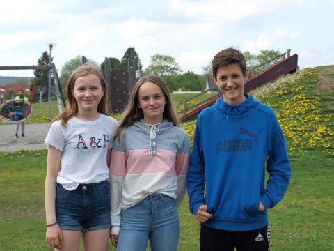 Trives: Emilie Torp (12), Emma K. Solbakken Holm (13) og Bjørnar Skartveit Gudim (13) på Bergenhus skole trives og synes lærerne er flinke til å gi tilbakemeldinger.