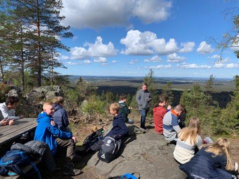 Opptur dag: 8.-klassingene på Rakkestad ungdomsskole fikk seg en tur til toppen av Linnekleppen med DNT Indre Østfold.