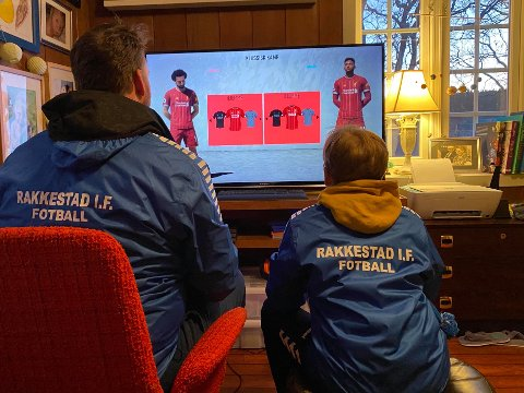 FIFA 20-TURNERING: Mats og Adrian Korsvold er klare for å innta den interne FIFA-turneringen som er arrangert av RIF.