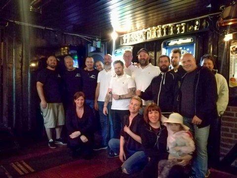 LOJALE: Rakkestad dartklubb ønsker å bidra til møteplass sin, og har opprettet en spleis til inntekt for Stallen Pizzapub.