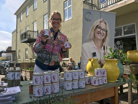Lansering i Rakkestad: Marit Røttingsnes Westlie var lei av å kaste halvfulle pestoglass og laget tørre pestoer.