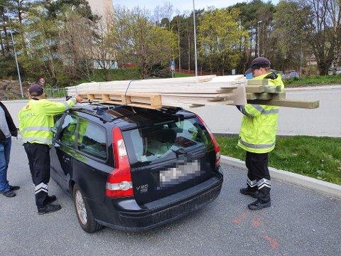 Kontrollørene fra Statens vegvesen kunne raskt slå fast at bilen var for tungt lastet.