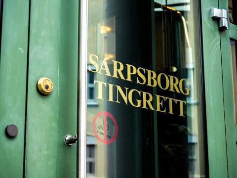 MØTER I SARPSBORG TINGRETT: En Rakkestad-mann i 30-årene står i høst tiltalt for å ha mishandlet sin samboer.