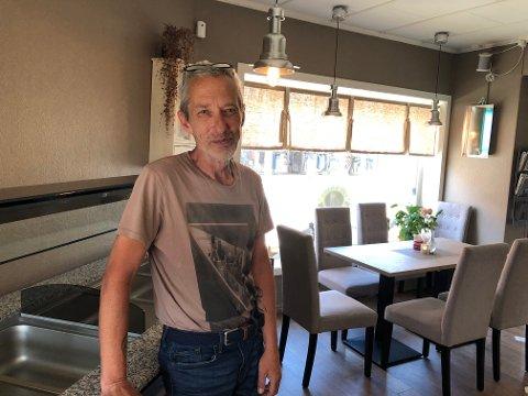 MUSIKKVELD: Kokk Anders Gillensjø hos Solsiden Cafe & Bistro gleder seg til førstkommende lørdag når Nils Nilsemann Solli kommer for å holde konsert.